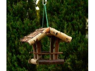 Karmnik z patyków