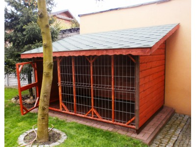 Dog pound with saddle roof