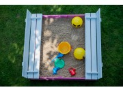 Closeable sandbox