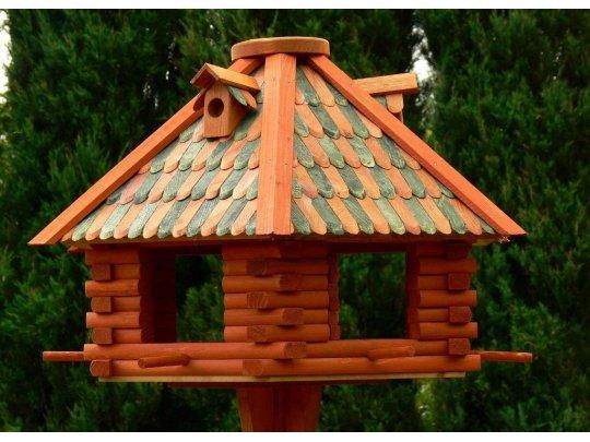 große hexagonale Vogelhäuschen