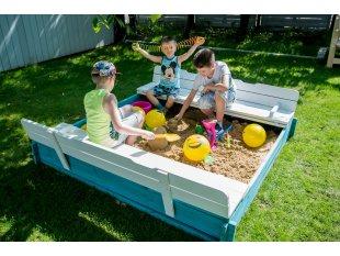 Closeable sandbox
